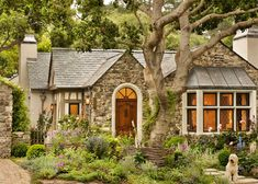 18 Cute Small Houses That Look So Peaceful Cottage :) Small Cottage House Plans, Small Cottage Homes, Small Cottages, Cabins And Cottages, Cozy Cottage, Cottage Living, Tudor Cottage, Stone Cottage Homes, English Cottage Exterior