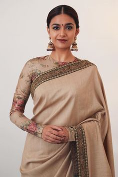Cream coloured Indian authentic saree which is paired up with jumkhas are the perfect goal for ethnic occasion, and not to mention full sleeved floral blouse! Trendy Sarees, Stylish Sarees, Indian Dresses, Indian Outfits, Sarees For Girls, Indie Mode, Saree Photoshoot, Saree Trends, Elegant Saree
