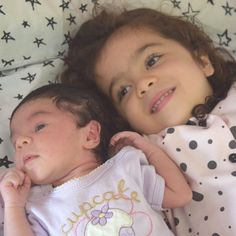 Bom dia mamães!!! Sem palavras! Só posso dizer que amo minhas duas meninas!  #amordemãe #amordamãe #mãededuas #mãedemenina #maternidade #irmãs #filhos #sistersforever