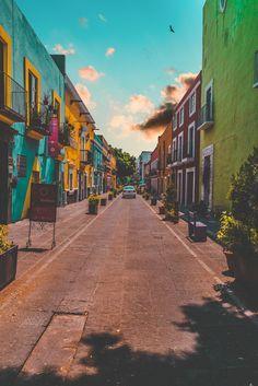 Colorful Painted Buildings in Puebla Mexico Bunt bemalte Gebäude in Puebla Mexiko Places To Travel, Travel Destinations, Travel Tips, Places To Visit, Travel Bag, Living In Mexico, Visit Mexico, Destination Voyage, Photos Voyages