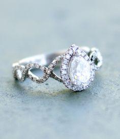 Wilson Diamonds: Ring Style Number R4595E #peardiamond #vintagering