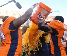 View photos of the Broncos on-field celebration after winning the AFC Championship. Broncos Gear, Denver Broncos Football, Go Broncos, Broncos Fans, Bronco Sports, Afc Championship, Wyoming Cowboys, American Football League, Football Conference