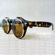 Vintage Retro Steampunk Sunglasses Flip UP Round MEN Women Black Tortoise Frames Sunglasses Outlet, Ray Ban Sunglasses, Round Sunglasses, Sunglasses Women, Luxury Sunglasses, Cool Glasses, Mens Glasses, Ray Bans, Steampunk Sunglasses