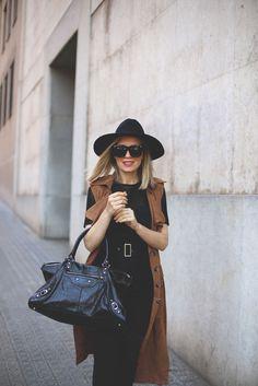 Sleeveless Suede Trench, spanish fashion blog. Blog de moda, estilo de vida y tendencias.