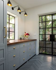 Sharing a 2018 Design trend we love — Flat Front Cabinetry — more details on Beckiowens.com!! Gerry Smith