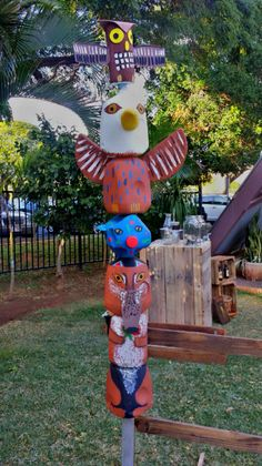 Totem pole made out of milk jugs and foam paper … Projects For Kids, Art Projects, Crafts For Kids, Arts And Crafts, Native American Projects, Native American Art, Totem Pole Art, Recycled Crafts, Diy Crafts