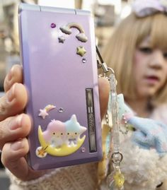 Purple Cakes, Retro Phone, Flip Phones, Old Phone, Emo Girls, Kawaii Cute, Kawaii Anime Girl, Sanrio, Pink
