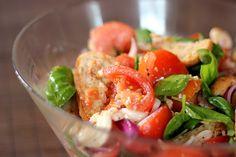 Tomatos + mozzarella + ciabbata salad. Looks summer - yummy!