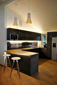 Valokuva keittiön välitilaan