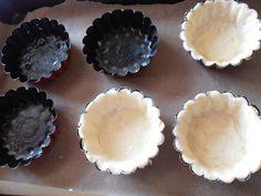 200 gr faina 100 gr unt sau margarina 1 ou 6 linguri apa un praf sare Mod de preparare Sweets Recipes, Pie Dish, Good Food, Dishes, Pie, Raffaello, Tablewares, Healthy Food, Dish
