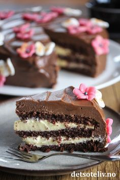Café Stings Chocolate Cake with Vanilla Cream Baking Recipes, Cake Recipes, Dessert Recipes, No Bake Treats, No Bake Desserts, Norwegian Food, Homemade Sweets, Yummy Cakes, Sweet Recipes