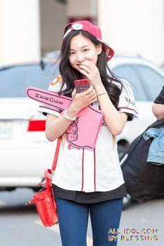 TWICE - Im NaYeon #임나연 #나연 at Nexen Heroes baseball game 151019 #트와이스 임나연 식스틴 야구장 방문 사진