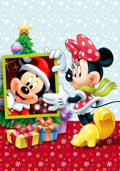 Minnie with her holiday frame of her sweetheart Mickey. Arte Do Mickey Mouse, Mickey Love, Mickey Mouse Cartoon, Mickey Mouse And Friends, Disney Mickey Mouse, Disney Merry Christmas, Mickey Mouse Christmas, Disney Holidays, Disney Fun