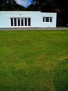 A very good lawn in Feidling, New Zealand. Photo by my friend Helen Lehndorf Art Deco Buildings, Summer Bags, Blue Art, The Expanse, New Zealand, Sock, Lawn, Outdoor Structures, Spaces
