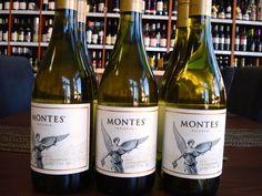 Nový tovar v predajni, ochutnajte aj vy svetové vína ... ......... www.vinopredaj.sk ......... Sauvignon Blanc z vinárstva Babich - Nový Zéland ........... Purple Angel - Carmenere a Petit Verdot z vinárstva Montes - Čile hodnotenie : Wine Spectator 91 / 100 , Wine Winethusiast 92 /100 #purpleangel #montes #chile #wine #vino #wein #babich #sauvignonblanc #newzealand #novzyeland #vinarstvo #winery #winemaker #pijemevino #mameradivino #milujemevino #inmedio #wineshop #vinoteka #enotheca…
