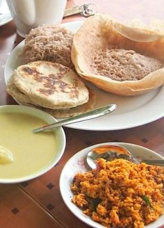 Breakfast in Sri Lanka totally rocked our world! Delicious Sri Lankan breakfast in Ella, make sure you try it at least once. Chick through for more information