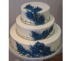 Another beautiful take on a peacock wedding cake.