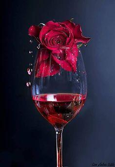 Rose in Rotwein von Linn Andrea Valde auf Wine Wallpaper, Rose Flower Wallpaper, Wine Photography, Beautiful Rose Flowers, Wine Art, Red Aesthetic, Calla Lily, Red Wine, White Wine