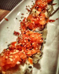 Sushi time #food #healthy #foodporn #sushi #sushitime #barcelona #tataki #tuna #sashimi #night #goodnight #cocktail  #bambu #thebestxurri #couple #iphone6s @kaguya_hime_bcn @enlightapp by uri_crossfit