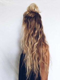 ▷ 1001 + coiffures impeccables en style blond californien - Trend Hair Makeup And Outfit 2019 Messy Wavy Hair, Long Curly Hair, Curly Hair Styles, Long Thin Hair, Straight Hair, Face Shape Hairstyles, Pretty Hairstyles, Wavy Hairstyles, Vintage Hairstyles