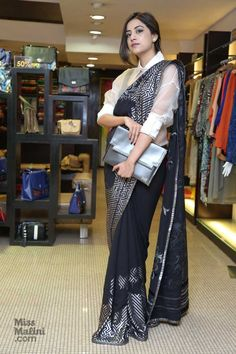 2 Fabulous Ways To Completely Revamp Your Sari! Indian Fashion Dresses, Dress Indian Style, Indian Designer Outfits, Saree Blouse Patterns, Saree Blouse Designs, Stylish Sarees, Stylish Dresses, Saree Wearing Styles, Designer Party Wear Dresses