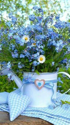 Bouquet Of Sunflowers Beautiful Flower Arrangements, Blue Flowers, Wild Flowers, Floral Arrangements, Beautiful Flowers, Flower Pictures, Ikebana, Container Gardening, Flower Power