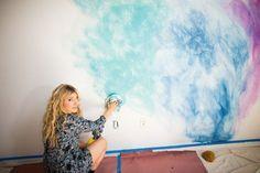 aquarell wandfarbe wohnung gestalten wischtechnik regenbogen look