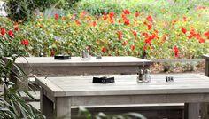 Sobald die ersten Sonnenstrahlen locken, ist wieder Kaffeegenuss auf der Terrasse angesagt. Mehr dazu finden Sie unter: http://www.schnieder.com/gastronomiemoebel/outdoor.html