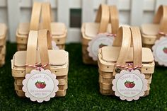 Mini Picnic Basket Favors. Pridmore Event Planning & Design: 20 Clever (and Totally Do-Able) DIY Favors Your Guests Will Actually Love!