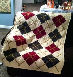 Inspiration :: Corner-to-Corner blanket; color graph only, pattern not free Blanket made by Tiffany Lovell Patten Prairie Star afghan pattern ex Not sure about those colors but i would def like to try this pattern At first, the photo of this beautiful co Crochet Afghans, Crochet Quilt, Afghan Crochet Patterns, Crochet Home, Diy Crochet, Pochette Diy, Corner To Corner Crochet, Knitted Blankets, Tartan