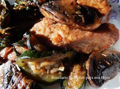 Pollo al vino tinto con champignones y zucchini