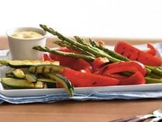 Grill fresh vegetables, then chill and serve with an easy-to-make mustard dip for a deliciously different cold appetizer. Best Zucchini Recipes, Vegetable Recipes, Vegetable Dishes, Healthy Recipes, Cold Appetizers, Appetizer Dips, Mustard Dip Recipe, Tapas, Veggie Platters