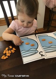 Snack time counting practice with FREE printable goldfish mats!. {Mrs. Plemons' Kindergarten: Tot School Tuesday: NUMBERS}