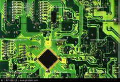 Printed circuit tracks and integrated circuits