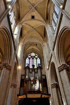 Collégiale Notre-Dame. Semur-en-Auxois (Côte-d'Or) -  Bourgogne