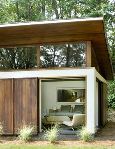 The Nancy Creek Pool & Guest House are additions to an existing 1958 modern home in Atlanta, Georgia, designed by Phillip Babb Architect.