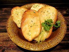 Intialaisesta keittiöstä tuttu naanleipä onnistuu varsin hyvin myös gluteenittomasti. Voitele uunista otetut leivät valkosipullilla maust... Vegan Vegetarian, Vegetarian Recipes, Finnish Recipes, Healthy Soup, Gluten Free Recipes, Food Inspiration, Cooking Tips, Bakery, Food And Drink