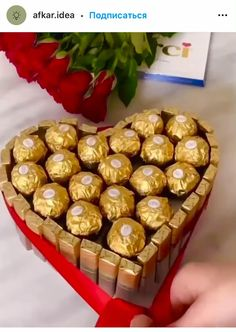 Candy Bouquet Diy, Diy Bouquet, Ferrero Rocher Gift, Charcuterie Gifts, Chocolate Flowers Bouquet, Chocolate Tree, Gift Box For Men, Wine Gift Baskets, Wedding Cards Handmade