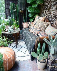 JARDIM ÉTNICO | Estampas com pegada étnica combinam com a proposta deste espaço verde. Inspire-se! #inspiracao #decoracao #areaexterna #ficaadica #SpenglerDecor