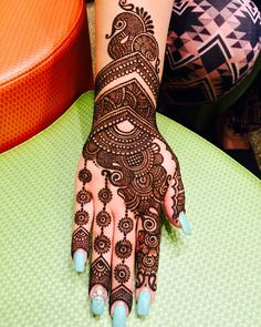 Apply these best Party Mehndi design that helps in bringing out your beauty. Here are Some Trendy and stylish Party Mehndi Designs. Simple Arabic Mehndi Designs, Mehndi Designs Feet, Back Hand Mehndi Designs, Latest Bridal Mehndi Designs, Mehndi Designs Book, Mehndi Designs 2018, Modern Mehndi Designs, Mehndi Designs For Girls, Mehndi Designs For Beginners