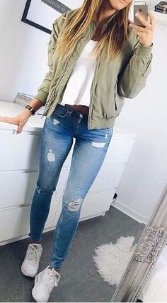 Street style | Khaki bomber jacket over white top, jeans and white sneakers