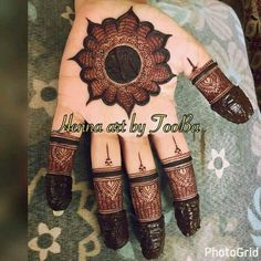 Such a sharp tattoo henna design. Good mix of light and dark. Palm Henna Designs, Mehndi Designs For Beginners, Mehndi Designs 2018, Stylish Mehndi Designs, Dulhan Mehndi Designs, Mehndi Designs For Fingers, Mehndi Design Photos, Henna Tattoo Designs, Mehendi