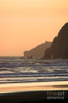 ✯ Sunset at the beach in Manzinata, OR