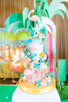 Maxine's Fabulous Tropical Flamingo Party   Flamingo Themed Birthday Cake   Tropical Themed Birthday Cake   http://babyandbreakfast.ph/2018/01/27/maxines-fabulous-tropical-flamingo-party/