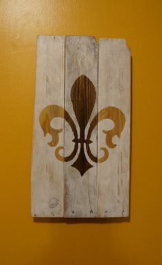 Stained and distressed fleur de lis pallet by PurplePaisleyPalace, $40.00