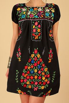 ViNtAgE 70's Mexican EMBROIDERED Black MiNi Dress Tunic Floral Cotton  Artisan Made HiPPiE Small Medium S / M