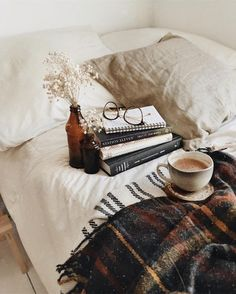 Cozy mornings full of Here are a few things we can do everyday to take care of ourselves. hygge home inspiration How to Practice Self-Care for Your Mental Health Autumn Aesthetic, Book Aesthetic, My New Room, My Room, Relax, Boho Home, Coffee And Books, Home And Deco, Decoration Table