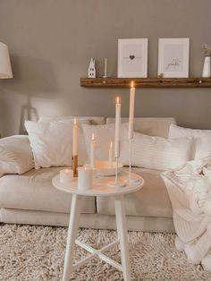 Ein kuschliges Wichenende mit Kerzen, Kissen und Decken #cozyhome#couchstyle#zuhause#cozyliving