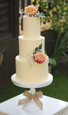Buttercream Wedding Cakes | Ivory and Rose Cake Company | Bridal Musings Wedding Blog 0