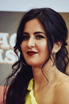 Katrina Kaif is an Indian actress and former model who has gained much popularity through her stunning looks and convincing portrayals in Bollywood films. Bollywood Images, Bollywood Fashion, Bollywood Saree, Indian Bollywood, Katrina Kaif Hot Pics, Katrina Kaif Photo, Cute Celebrities, Indian Celebrities, Celebs